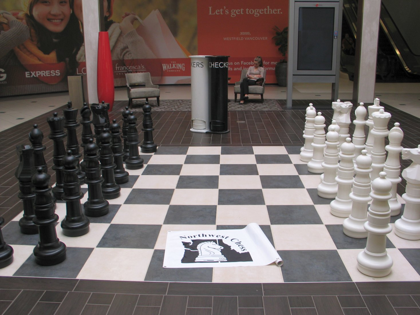 The large chess set has returned to the Westfield Mall in Vancouver Washington. The mall people took the pieces off the board during Christmas time to put a tree display in that area.